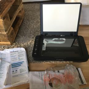 Printer sælges med papir, helt nye blæ - Aalborg  - Printer sælges med papir, helt nye blæk patroner, og brugsanvisning - aldrig blevet brugt Købt for kun 2 måneder siden men kassen er blevet smidt ud. - Aalborg