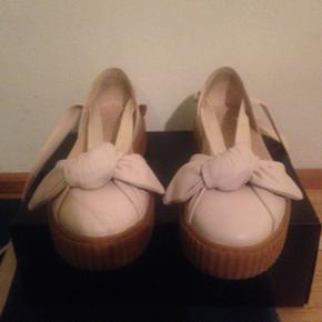 Œâ•ï¸âŒâ•ï¸âŒâ•ï¸â•ï¸âŒâ•ï - Helsingør - Œâ•ï¸âŒâ•ï¸âŒâ•ï¸â•ï¸âŒâ•ï¸Sælger disse Puma bow fenty sko da de er for store de er næsten ikke brugt. Skriv eller kom med et bud:) - Helsingør