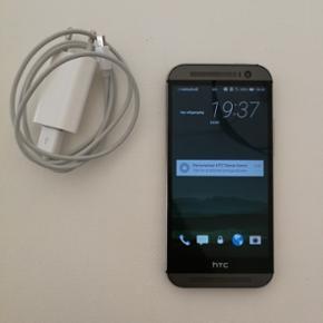 HTC one m8. Ca. 2 1/2 år gammel. Den er - Aalborg  - HTC one m8. Ca. 2 1/2 år gammel. Den er ikke glad for at tage billeder hvis telefonen har været udenfor i noget tid i koldt vejre. Dette kan laves ved at få skifte batteriet. Passet godt på, men har små brugstegn. Holder fint strøm en hel - Aalborg