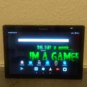Lenovo, TAB 2 A10-70, 10.1 tommer skærm - Viborg - Lenovo, TAB 2 A10-70, 10.1 tommer skærm, 32 GB Sælger denne fine Lenovo tablet med 32 Gb. Dog har den en flænge i skærmen, som kan ses på et af billederne, men ikke noget der betyder noget for dens funktion og det genere heller ikke når sk