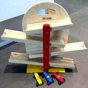KIDS-WOOD bilbane med 3 biler - fin men  - Otterup - KIDS-WOOD bilbane med 3 biler - fin men med et par brugsspor. - Otterup