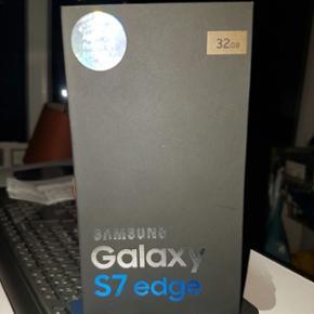 Samsung galaxy s7 edge guld 32GB Helt NY - Aalborg  - Samsung galaxy s7 edge guld 32GB Helt NY Samsung galaxy s7 edge guld. Købt i telia den 5-11-16. Ingen ridser bagpå eller foran. Er i cover med beskyttelse foran. Der medfølger: Kvitteringen. Lader. Høre propper. 2-3 bagcovere. Og kassen. S