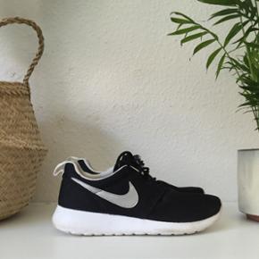 Fine nye Nike roshe run. Brugt en enkelt - Århus - Fine nye Nike roshe run. Brugt en enkelt gang. Nypris 800 kr., BYD BYD