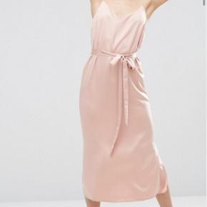 Rigtig fin kjole aldrig brugt! Strørrel - Svendborg - Rigtig fin kjole aldrig brugt! Strørrelse s. BYD - Svendborg