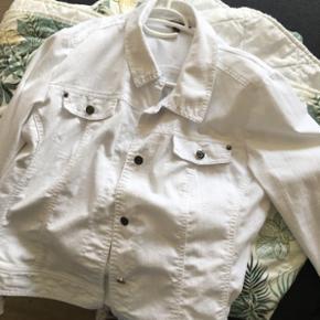 Hvid jakke med bukser Jakke str 44 og bu - Nykøbing M - Hvid jakke med bukser Jakke str 44 og bukser str M - Nykøbing M