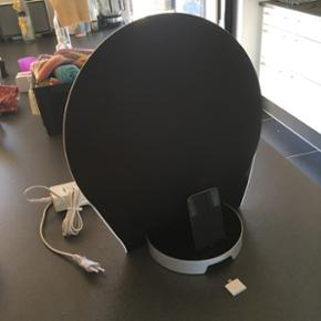 Edifier radio med mulighed for tilslutni - Esbjerg - Edifier radio med mulighed for tilslutning af AUX og 30 pin (gammel iPhone stik). Der medfølger en iPod 4gen og en adapter til lightning stik (ny iPhone stik). Spiller rigtig godt og leverer en rigtig god bas, hvis man er til det. - Esbjerg