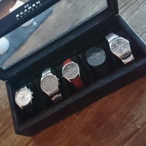 Sælger mine fem Skagen ure, da jeg ikke - Aalborg  - Sælger mine fem Skagen ure, da jeg ikke bruger dem mere. Så istedet for de bare ligger og samler støv, så tænkte jeg, at nogle andre ligeså godt få gode af dem. De fem ure, har en samlet nypris på omkring 8500 kr. - Sælger dem gerne sa - Aalborg