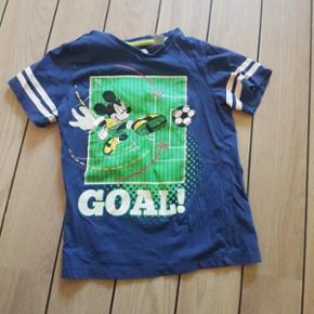 Mickey Mouse t-shirt fra H&M. Stand: God - Esbjerg - Mickey Mouse t-shirt fra H&M. Stand: God men brugt - Esbjerg