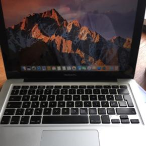 """MacBook Pro 13"""", 2,4 GHz Intel core 2 du - Århus - MacBook Pro 13"""", 2,4 GHz Intel core 2 duo. 250 GB. Hukommelse 4 GB Grafik NVIDIA GeForce 320M 256 M Min MacBook sælges, da jeg selv har købt en ny. Computeren har nogle år på bagen, derfor har jeg investeret i at få computeren etableret som  - Århus"""