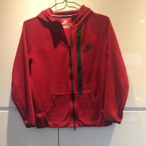 Nike hættetrøje - Næsten som ny - Str - Esbjerg - Nike hættetrøje - Næsten som ny - Str 12-13 år - Lille i str. Mp 100 - Esbjerg