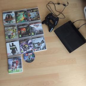 PS3 med 11 spil, bl.a. GTA, FIFA 16 og 1 - Aalborg  - PS3 med 11 spil, bl.a. GTA, FIFA 16 og 17. To kontrollere. Fejler intet! Tre år gammel. - Aalborg