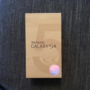 Samsung Galaxy s5, alt medfølger. Der e - København - Samsung Galaxy s5, alt medfølger. Der er en revne i kameralinsen, men det ikke noget man ser, når der tages billeder. - København