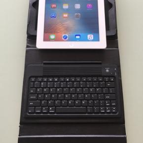 Super velholdt Ipad 3,16GB,Wifi Ingen ri - Vejle - Super velholdt Ipad 3,16GB,Wifi Ingen ridser eller skrammer i skærm Med oplader og Bluetooth tastatur cover(værdi:300kr) - Vejle