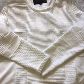 Sweatshirt fra CS15 - er lille i større - København - Sweatshirt fra CS15 - er lille i størrelsen så passer en 38-40. Ny pris 899 og aldrig brugt. - København