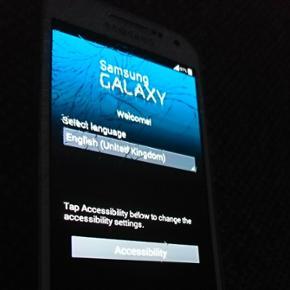 Samsung galaxy 4 mini med ødelagt skær - Aalborg  - Samsung galaxy 4 mini med ødelagt skærm sælges. Telefonen virker udmærket. Har brugsridser på bagsiden. - Aalborg