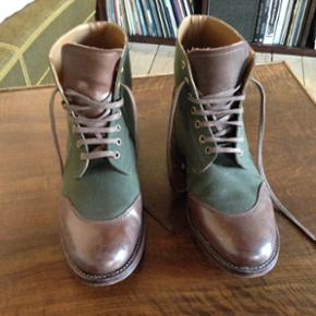 Grenson, Glenn Cap Toe Derby Boots, læd - København - Grenson, Glenn Cap Toe Derby Boots, læder og grøn canvas, str.41. Flot støvle med få brugsspor - København