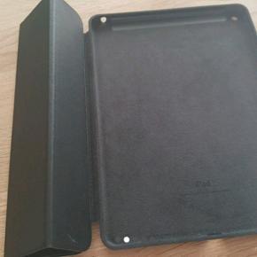 Ipad air lædercover sælges med følgen - Odense - Ipad air lædercover sælges med følgende dimensioner 24 x 16,8 cm. Farven er sort og i ægte læder. Nypris 649krIpad air cover sælges med følgende dimensioner 24 x 16,8 cm. Farven er sort og i ægte læder. Nypris 649kr - Odense