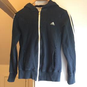 Navy træningssæt fra Adidas, str S. De - Hillerød - Navy træningssæt fra Adidas, str S. Delene kan også sagtens sælges hver for sig - skriv til mig for pris :) - Hillerød