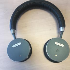 Woofit Sackit. Gode trådløse headphone - København - Woofit Sackit. Gode trådløse headphones fra WooFit - perfekt til træning/løb og lignende, hvor du gerne vil slippe for ledningen (denne medfølger dog). De er brugt men i fin stand. Kan prøves og afhentes på Frederiksberg, eller evt. se - København