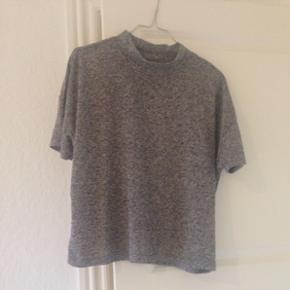 Tshirt med mellemhøj hals fra Selected  - Odense - Tshirt med mellemhøj hals fra Selected Femme. Brugt få gange og er i rigtig god stand. - Odense