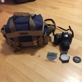 Analogue camera (film) Nikon F60 with zo - København - Analogue camera (film) Nikon F60 with zoomlens (35-80mm) and camera bag. - København