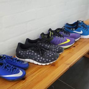 Nike sko fra str. 27,5 til 43 Fodboldsko - Viborg - Nike sko fra str. 27,5 til 43 Fodboldsko (CR7) str. 27,5 = 100 kr (brugt to gange indenfor). Nike Free (sort med motiv) str 39 = 150 kr (brugt 5-7 gange) Nike Running (Lilla) str 38,5 = 200 kr (brugt ca 10 gange) Nike SB (blå) str 43 = 400 kr (b - Viborg
