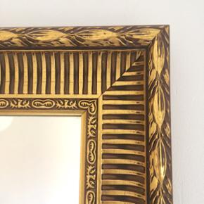 94x64 cm Meget smukt spejl med guld-farv - København - 94x64 cm Meget smukt spejl med guld-farvet ramme. - København