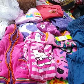 Børnetøj fra str. 50 - 104 Sælges fra - Århus - Børnetøj fra str. 50 - 104 Sælges fra 4 kr. 10 kr 25 kr 50. Noget af det er nyt. - Århus