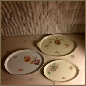 Søde porcelænsfade med blomster- motiv - Aalborg  - Søde porcelænsfade med blomster- motiver. MÅL BILLEDE 1 Øverste fad: 30 x 19 cm Pris: 20,- Midterste fad: 27,5 x 19 cm Pris: 20,- Nederste (og mindste) fad: 24 x 15 cm Pris: 15,- BILLEDE 2 Det største runde fad: 28 cm i diameter Pris: 25,- - Aalborg