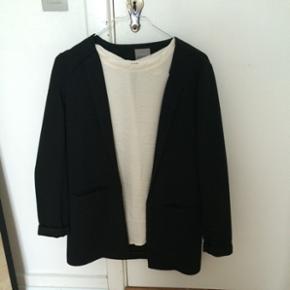 Blazer + t-shirt for 130kr, blazer fra V - Tønder - Blazer + t-shirt for 130kr, blazer fra Vero Moda, t-shirt fra H&M - Tønder