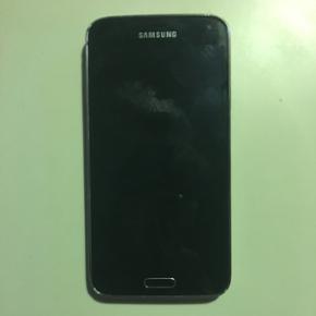 Jeg har denne Samsung Galaxy S5 til salg - Frederikshavn - Jeg har denne Samsung Galaxy S5 til salg. Den er omkring 2 år gammel. Skærmen er ny. Den har nogle få skræmmer i kanten. - Frederikshavn
