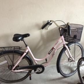 """28"""" Jupiter damecykel med 3 gear, måske - København - 28"""" Jupiter damecykel med 3 gear, måske skal den have nyt bagdæk, har købe og låsebevis - København"""