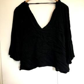 Gina tricot blouse - brugt 1 gang. Træn - Aalborg  - Gina tricot blouse - brugt 1 gang. Trænger til et strygejern