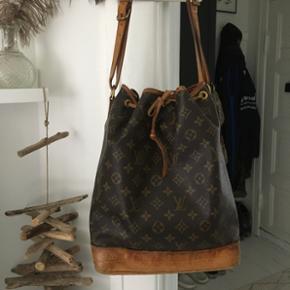 Smuk vintage taske fra Louis Vuitton. Er - København - Smuk vintage taske fra Louis Vuitton. Er ret sikker på, at man kan få den verificeret i Louis Vuitton i københavn. Den har fået patina, som jeg synes, gør den federe