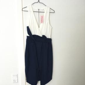 Dress from showpo. Size 6 - København - Dress from showpo. Size 6 - København