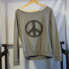 Sweatshirt med peace tegn- M Sweatshirt  - Randers - Sweatshirt med peace tegn- M Sweatshirt med fugl- M/L Langærmet bluse- L (Passer mere som en S/M) - Randers