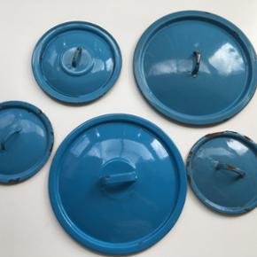 Madam blå & grøn låg. 6 stk. 15 kr. s - København - Madam blå & grøn låg. 6 stk. 15 kr. stk./40 kr. samlet Mål: 2 stk. måler ca. 17 cm. - 1 måler ca. 20 cm. - 2 måler ca. 28,5 cm. & det grønne måler ca. 30 cm. i diameter Kan sendes - køber betaler porto - København