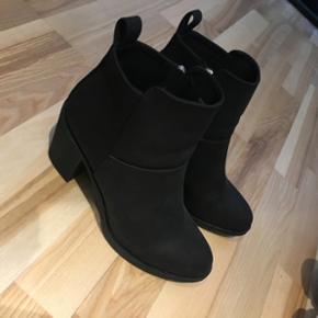 Sælger disse sko de er kun brugt 1 gang - Roskilde - Sælger disse sko de er kun brugt 1 gang til en barnedåb, de er størrelse 40 - Roskilde