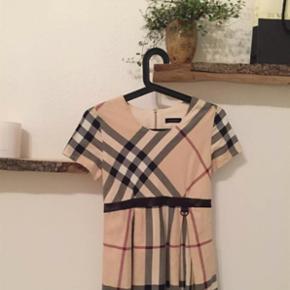 Smuk Burberry kjole! Næsten som ny! St? - Århus - Smuk Burberry kjole! Næsten som ny! Størrelse 12 år, men jeg vil sige 12-13 år