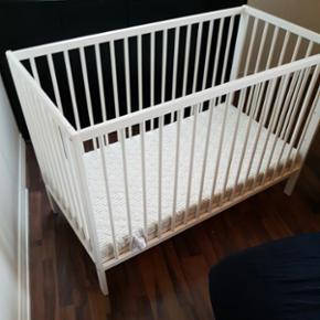Alba seng og helse madras som ny, fra ba - Esbjerg - Alba seng og helse madras som ny, fra babysam. Brugt max 10 nætter (ikke hele nætter). Ny pris 1850 kr. - Esbjerg