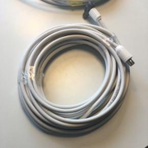 Antenne kabler. Et med stik. Tilsammen c - Århus - Antenne kabler. Et med stik. Tilsammen ca 10 meter måske mere. Sælges billigt - Århus