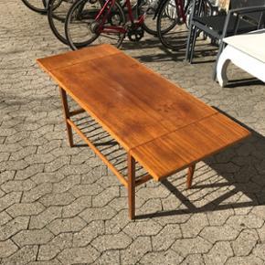 Sammenklappeligt teaktræsbord Sammenkla - København - Sammenklappeligt teaktræsbord Sammenklappet 55 x 90 x 58 Udslået 55 x 152 x 58 - København