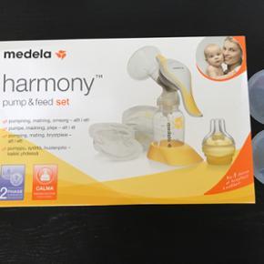 Medela harmony pump & feed set. Brugt ma - København - Medela harmony pump & feed set. Brugt max 1 uge. Der medfølger 2 stk brysttragt str 21mm - København