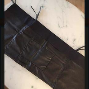Hjemmesyet lomme i kunst læder til opbe - Randers - Hjemmesyet lomme i kunst læder til opbevaring af legetøj kan hænge på barne sengen eller kravlegården - Randers