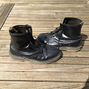 Dr Martens unisex støvler, godt brugte  - Roskilde - Dr Martens unisex støvler, godt brugte men fungerer perfekt til en festival eller lignende, passer en str. 40 - Roskilde