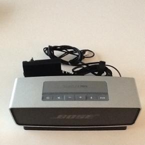 Bose Soundlink Mini højtaler. Bruger Bl - Roskilde - Bose Soundlink Mini højtaler. Bruger Bluetooth, AUX ell. ledning. Kan spille 6-8 timer på en opladning