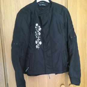 Motorcykel jakke Ventour dame jakke. Bru - Billund - Motorcykel jakke Ventour dame jakke. Brugt få gange. Str small som ny - Billund