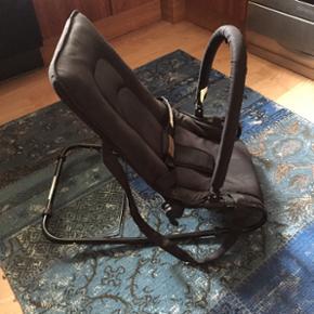 Vippestol - kan også låses fast i én  - København - Vippestol - kan også låses fast i én position og anvendes som alm stol. Med bælte og stang til at hænge ting der kan aktivere baby. Fin stand. - København