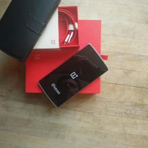 One plus One 64 GB velfungerende mobil m - Middelfart - One plus One 64 GB velfungerende mobil med alt originalt kasse lader er cover følger med - Middelfart