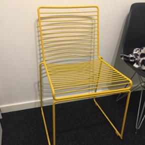 Hay Hee dining chair. To stk. Er to år  - Randers - Hay Hee dining chair. To stk. Er to år gamle, men stort set ikke brugt. Sælger 1 stk. 600 og 2 stk. For 1000kr. Afhentes i Randers - Randers